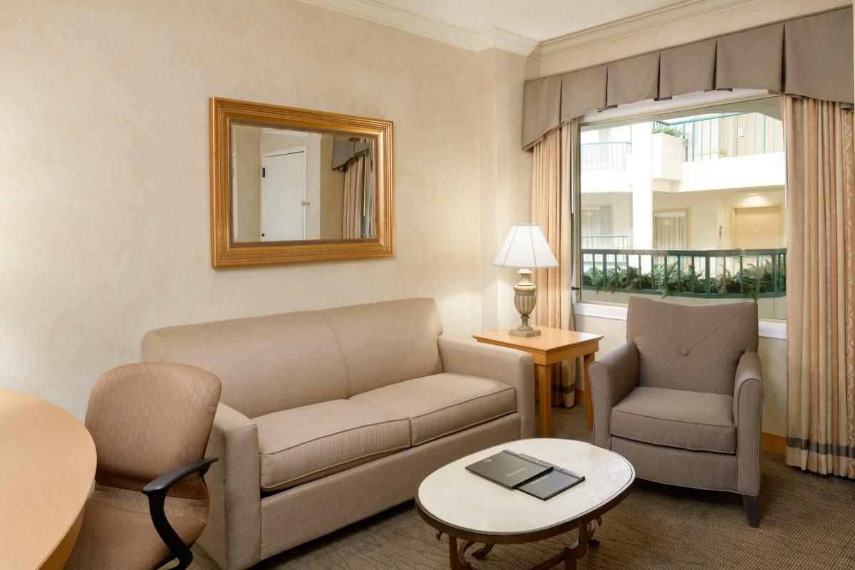https://hiltonboca.com/wp-content/uploads/2018/12/Hilton-Suites-Boca-Raton-LARGE-03-1.jpg