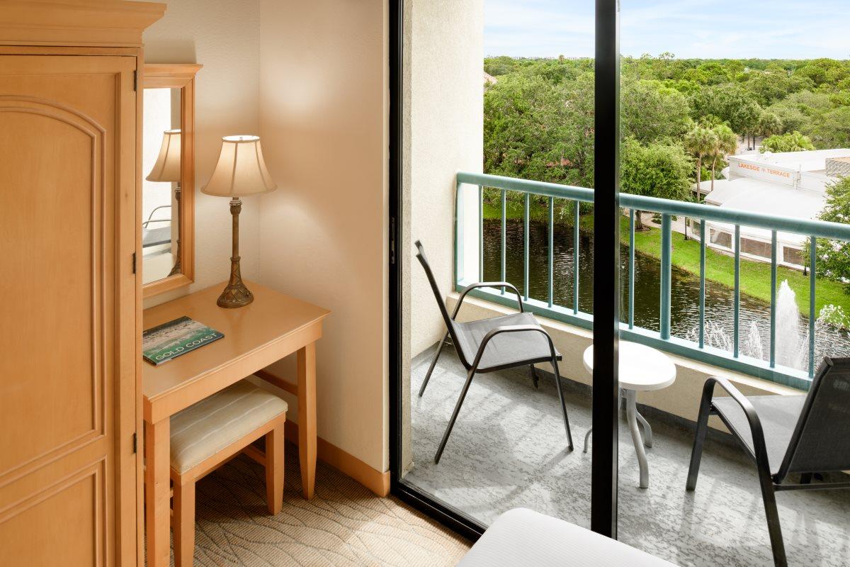 https://hiltonboca.com/wp-content/uploads/2018/12/Hilton-Suites-Boca-Raton-LARGE-09-2.jpg