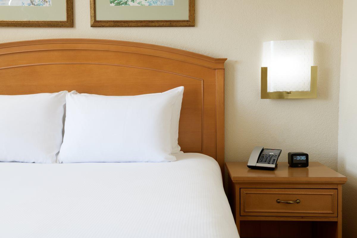 https://hiltonboca.com/wp-content/uploads/2018/12/Hilton-Suites-Boca-Raton-LARGE-19-1.jpg